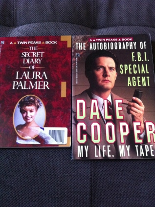 Yes, I bought these when they came out, circa 1991. I really, really loved Twin Peaks.