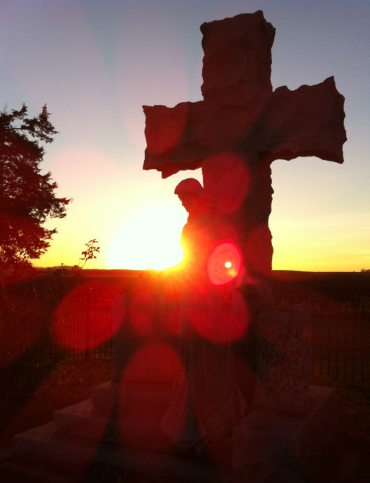 A sunset shot of the Milford State Monument.